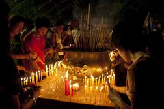 Giorno di Wesak al tempiale buddista di Maha Vihara Fotografia Stock Libera da Diritti