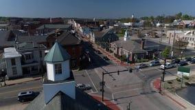 Giorno Dolly Aerial Establishing Shot della cittadina Salem Ohio U.S.A. video d archivio