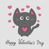 Giorno felice dei biglietti di S Gatto grigio di contorno che tiene l'insieme rosa del cuore Fotografie Stock