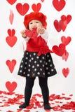 Giorno felice del ` s del biglietto di S. Valentino della neonata asiatica Fotografia Stock Libera da Diritti