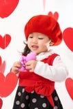 Giorno felice del ` s del biglietto di S. Valentino della neonata asiatica Fotografie Stock