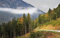 Giorno fine di autunno nelle alpi austriache Immagine Stock