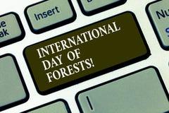 Giorno internazionale del testo della scrittura delle foreste Chiave di tastiera naturale di celebrazione di protezione dell'ambi fotografia stock libera da diritti