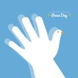 Giorno internazionale di pace con la mano che fa la forma di una colomba su un fondo del cielo blu Fotografia Stock Libera da Diritti