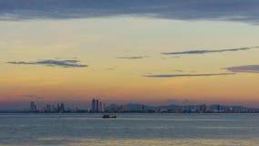 giorno 4K all'Notte-intervallo: Bella architettura intorno alla città di Pattaya in Tailandia stock footage