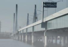 Giorno nebbioso del ponte Fotografia Stock Libera da Diritti