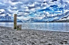 Giorno nuvoloso all'erba medica del lago Fotografia Stock Libera da Diritti