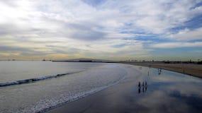Giorno nuvoloso alla spiaggia, spiaggia della guarnizione, CA Fotografie Stock