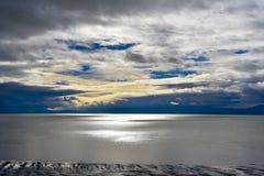 Giorno nuvoloso del lago di sale Fotografie Stock Libere da Diritti