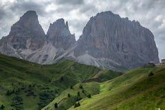 Giorno nuvoloso e piovoso nelle alpi italiane delle dolomia Bello maunta Fotografia Stock