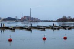 Giorno nuvoloso, il Mar Baltico e Quay Pohjoisranta Immagine Stock