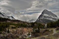Giorno nuvoloso nel parco di molti ghiacciai fotografie stock