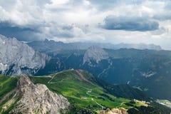 Giorno nuvoloso nelle alpi italiane delle dolomia Bello landsca del mauntain Fotografie Stock Libere da Diritti