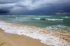 Giorno nuvoloso sul mar dei Caraibi Fotografia Stock Libera da Diritti