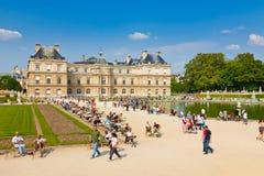 Giorno pieno di sole a il giardino di Lussemburgo, Parigi Fotografie Stock Libere da Diritti