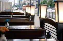 Giorno piovoso in caffè esterno fotografie stock