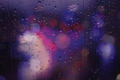 Giorno piovoso dei semafori della via di Bokeh Immagini Stock Libere da Diritti