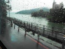 Giorno piovoso sulla strada del sobborgo di Taipei Immagine Stock Libera da Diritti