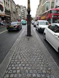 Giorno Regno Unito di Londra della strada di grande traffico bello, fotografia stock