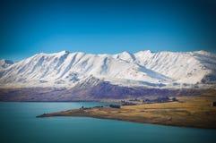 Giorno soleggiato ai posti di paradiso in Nuova Zelanda/lago del sud Tekapo Fotografia Stock