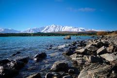 Giorno soleggiato ai posti di paradiso in Nuova Zelanda/lago del sud Tekapo/chiesa di buon pastore Fotografie Stock