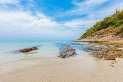 Giorno soleggiato alla spiaggia immagini stock libere da diritti