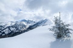 Giorno soleggiato in alpi austriache immagini stock