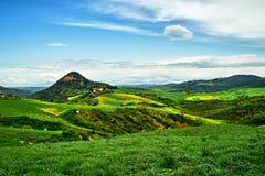 Giorno soleggiato in Bolgheri Vista del paesaggio La Toscana, Italia, Europa fotografia stock libera da diritti