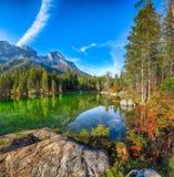 Giorno soleggiato di autunno fantastico sul lago Hintersee immagine stock libera da diritti