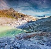 Giorno soleggiato di estate al ghiacciaio di Rhone in alpi svizzere Fotografia Stock Libera da Diritti