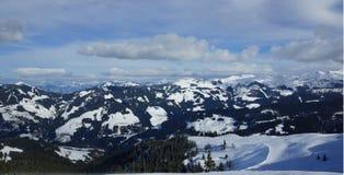Giorno soleggiato e montagne del ` s di inverno nel Tirolo Austria le alpi Immagine Stock Libera da Diritti