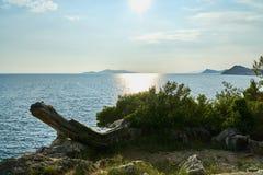 Giorno soleggiato luminoso in spiaggia immagini stock libere da diritti