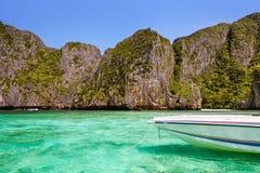 Giorno soleggiato a Maya Bay, Phi Phi Islands fotografia stock