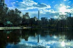 Giorno soleggiato nel lago central Park fotografia stock