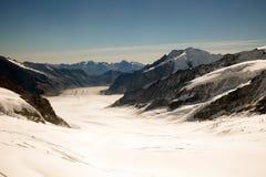 Giorno soleggiato, picchi di montagna, neve e ghiacciai su Jungfraujoch, Interlaken, Svizzera Fotografie Stock Libere da Diritti
