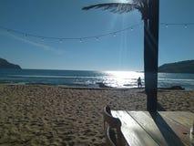 Giorno soleggiato in spiaggia mazatlan immagini stock