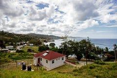 Giorno soleggiato sulla spiaggia di Bathsheba sulla costa Est delle Barbados Fotografie Stock