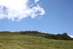 Giorno soleggiato sulle alpi italiane Fotografia Stock