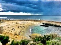 Giorno tempestoso alla spiaggia immagine stock libera da diritti