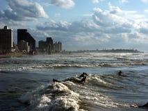 Giorno tempestoso alla spiaggia Fotografie Stock