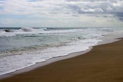 Giorno ventoso alla spiaggia fotografie stock libere da diritti