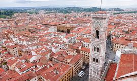 Giotto'scampanile vanaf bovenkant van Florence Duomo stock foto's