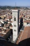 Giotto钟楼和屋顶 图库摄影