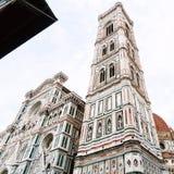 Giotto-` s Glockenturm und Fassade von Duomo am Morgen Stockbild