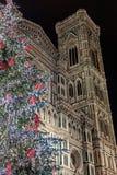 Giotto-` s Glockenturm und Weihnachtsbaum lizenzfreies stockfoto