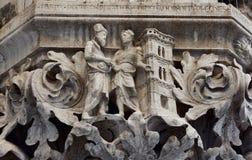 Giotto stellt Florence Belfry in Palast-Kapital relie eines Dogen dar Stockbilder