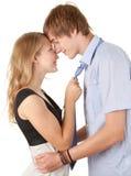 Giovane abbraccio amoroso delle coppie Immagine Stock Libera da Diritti
