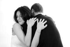 Giovane abbraccio delle coppie Fotografia Stock