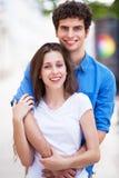 Giovane abbraccio delle coppie Immagine Stock Libera da Diritti