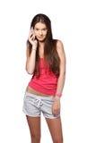 Giovane adolescente castana che fa una chiamata Fotografia Stock Libera da Diritti